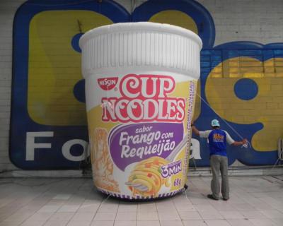 Réplica Inflável Cup Noodles - Frango com Requeijão