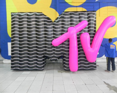 Letreiro Inflável MTV 3D  3,00x4,40x0,90m