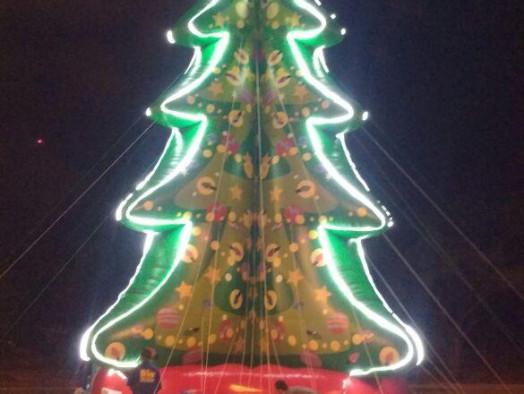 [Árvove de Natal Inflável]
