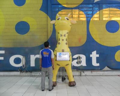 Mascote Inflável 3D Porto Seguro Girafa