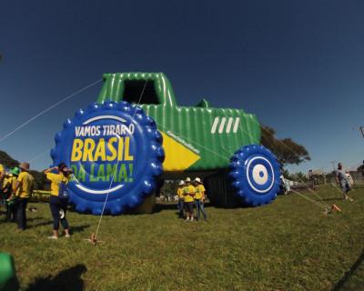 Inflável Promocional Desatola Brasil - Réplica Trator