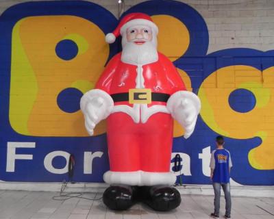 Papai Noel Inflável em pé
