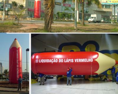 Réplica de Lápis Inflável medindo 8 metros de altura